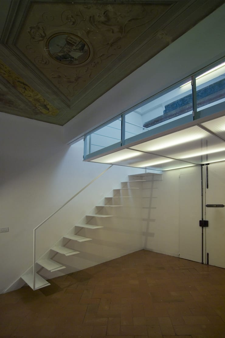 Corridor & hallway by Lorenzo Rossi Architetti