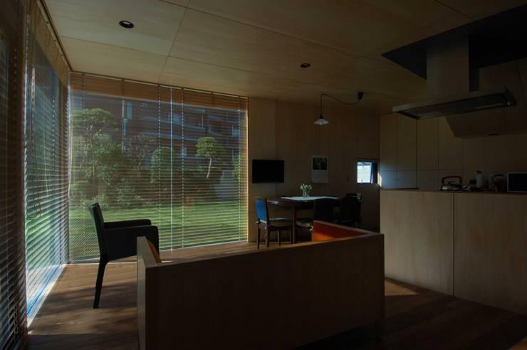 Wohnzimmer von M+2 Architects & Associates,