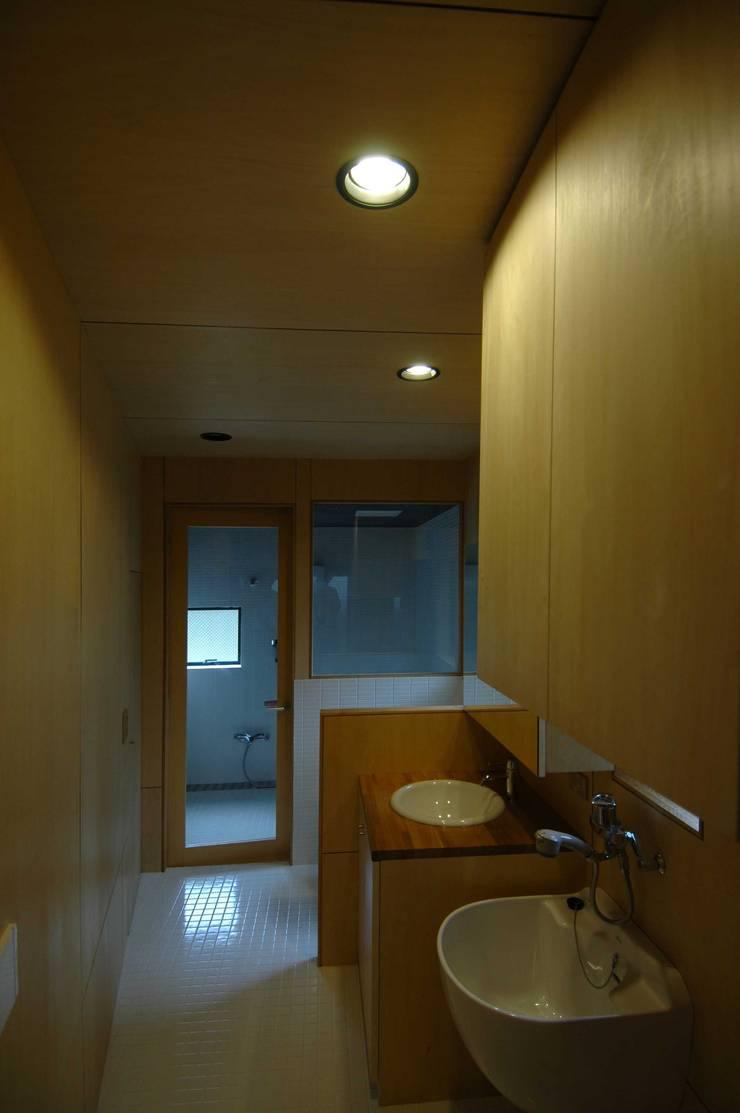 Badezimmer von M+2 Architects & Associates,