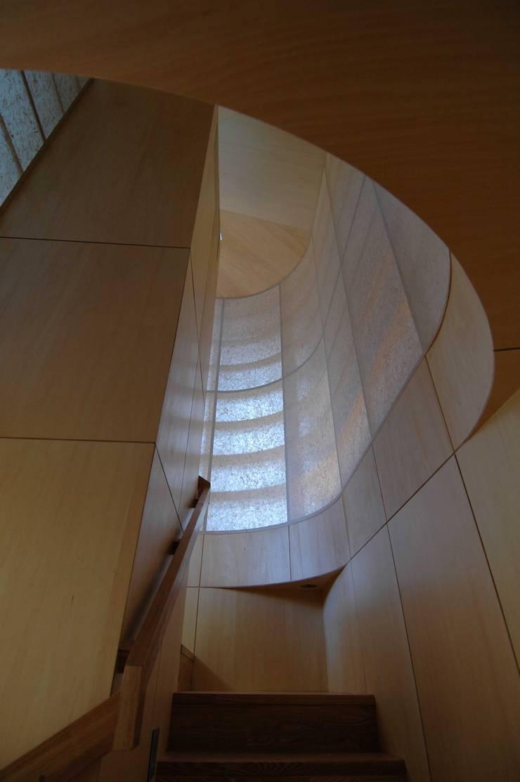 Flur & Diele von M+2 Architects & Associates,