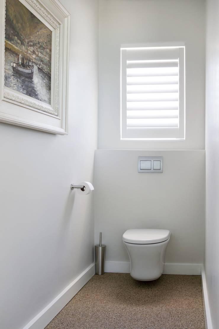 Main en-suite toilet:  Bathroom by Salomé Knijnenburg Interiors, Modern