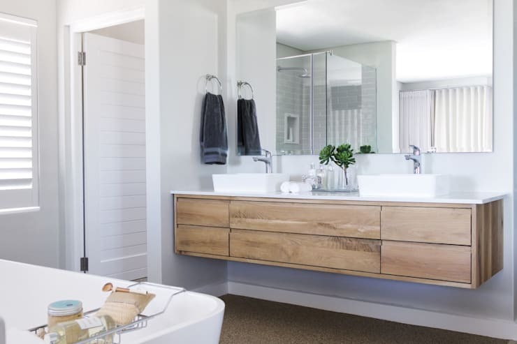 Main en-suite : modern Bathroom by Salomé Knijnenburg Interiors