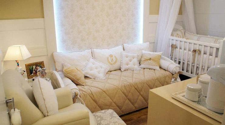 classic Nursery/kid's room by Giovana Lumertz Design de Interiores