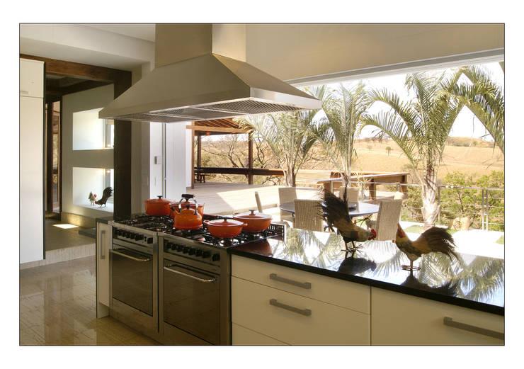 Cocinas de estilo  por Luciana Savassi Guimarães arquitetura&interiores
