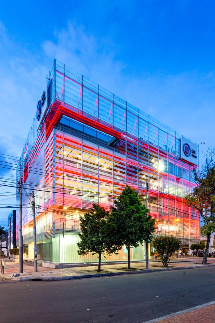 Moderne Fenster & Türen von MRV ARQUITECTOS Modern