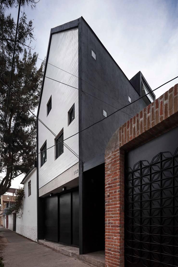 Casa Xomalli: Casas de estilo  por DMP Arquitectura, Moderno Concreto