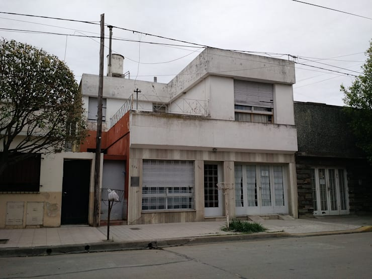 Fachada original de vivienda vieja : Casas de estilo  por ARBOL Arquitectos