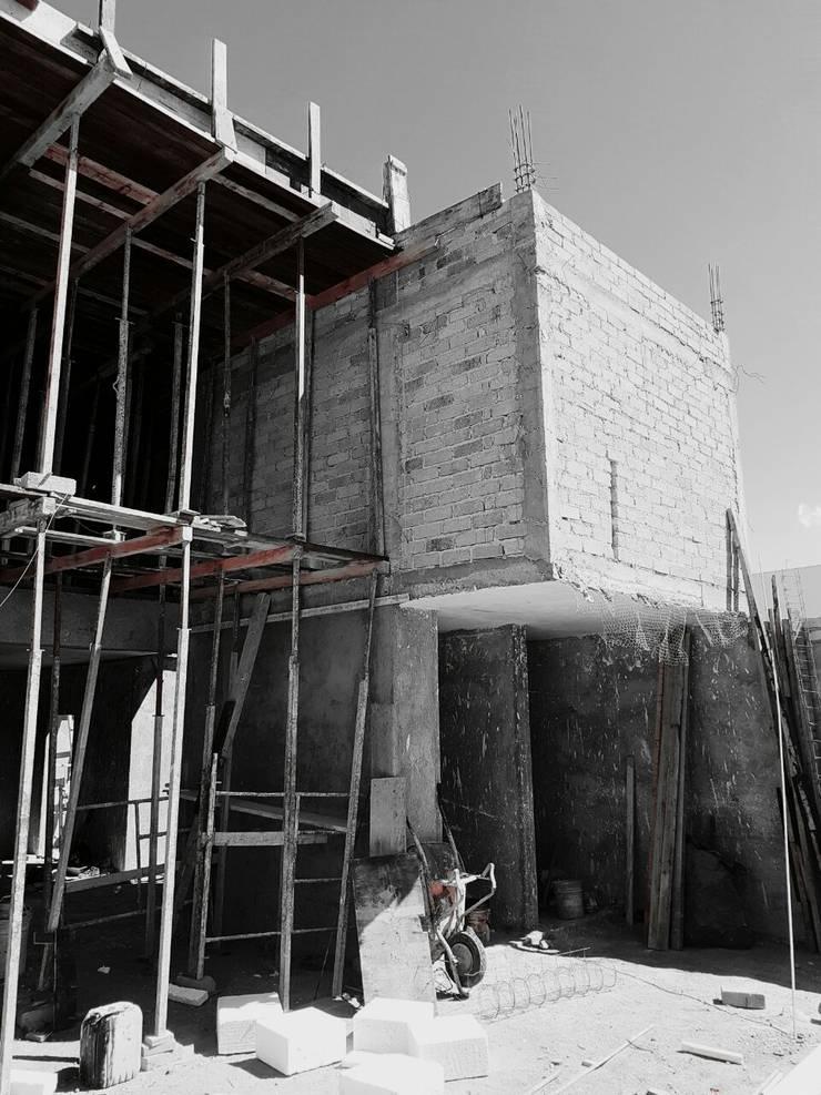 CONSTRUCCIÓN Y SUPERVISION DE OBRA: Casas de estilo  por Enso Arquitectos