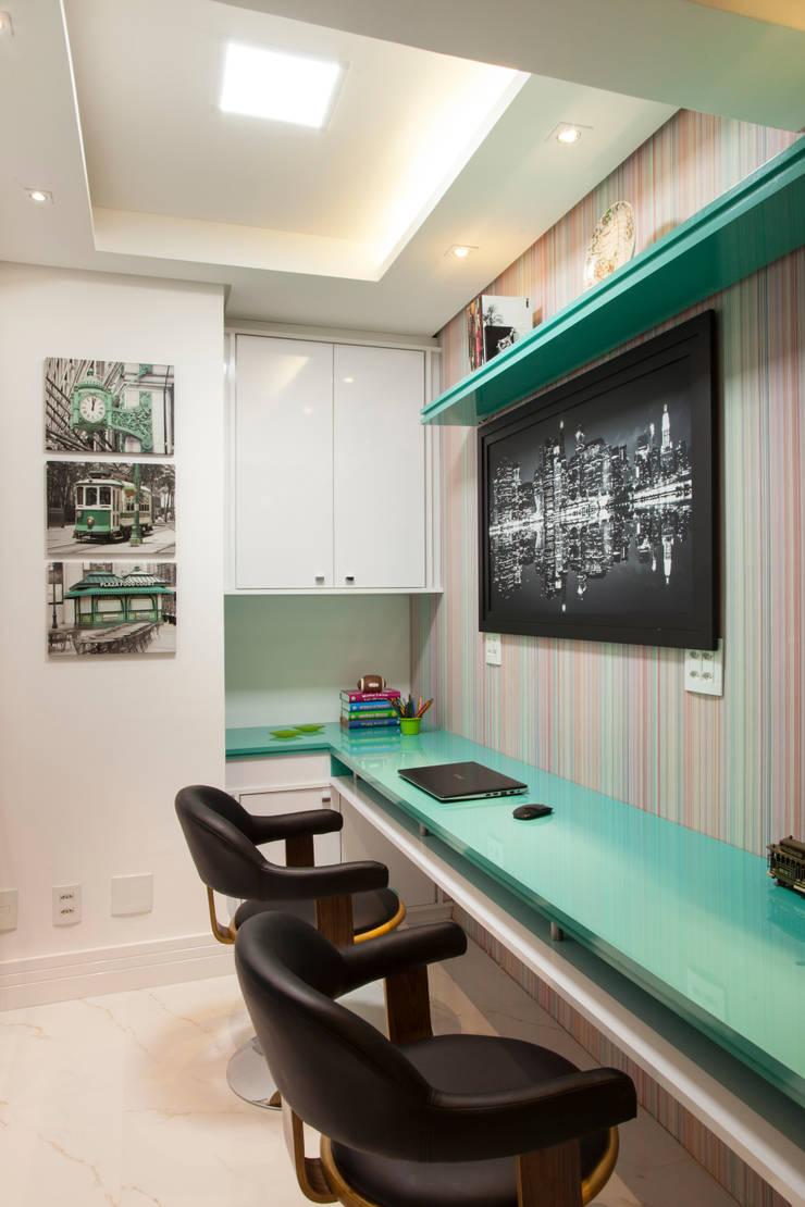 Oficinas de estilo  por Ahph Arquitetura e Interiores, Moderno