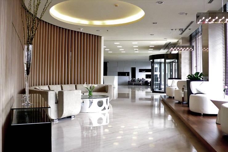 天津 格林園酒店大廳:  飯店 by 直譯空間設計有限公司