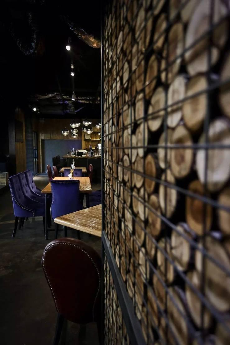 天津 星期8酒吧西餐廳:  酒吧&夜店 by 直譯空間設計有限公司