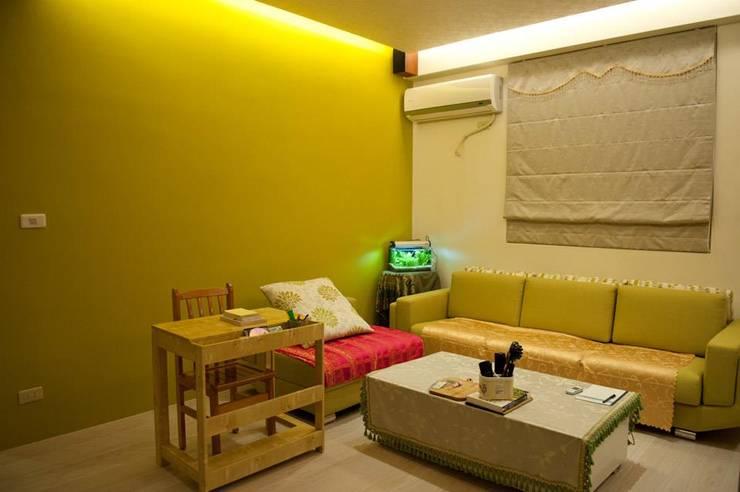 一房一廳公寓(舊屋整修)-黎公館:  庭院 by 七輪空間設計