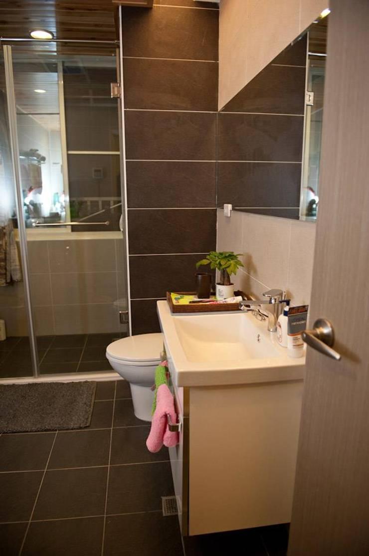 一房一廳公寓(舊屋整修)-黎公館:  浴室 by 七輪空間設計