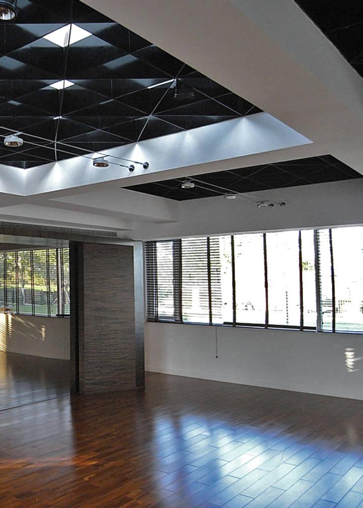 天津 格林園酒店舞蹈教室:  飯店 by 直譯空間設計有限公司