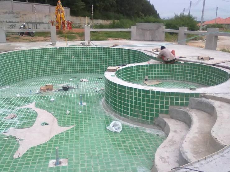 สระว่ายน้ำสโมสรหมู่บ้านแผ่นดินทองพร้อมคลับเฮ้าส์ บ่อวิน:   by Pakinswimmingpool