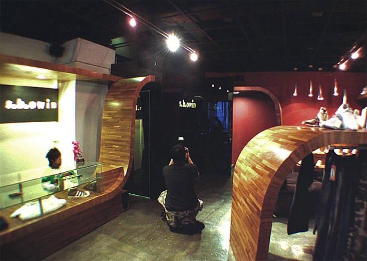 S.H.OWIN桃園店:  辦公室&店面 by 直譯空間設計有限公司