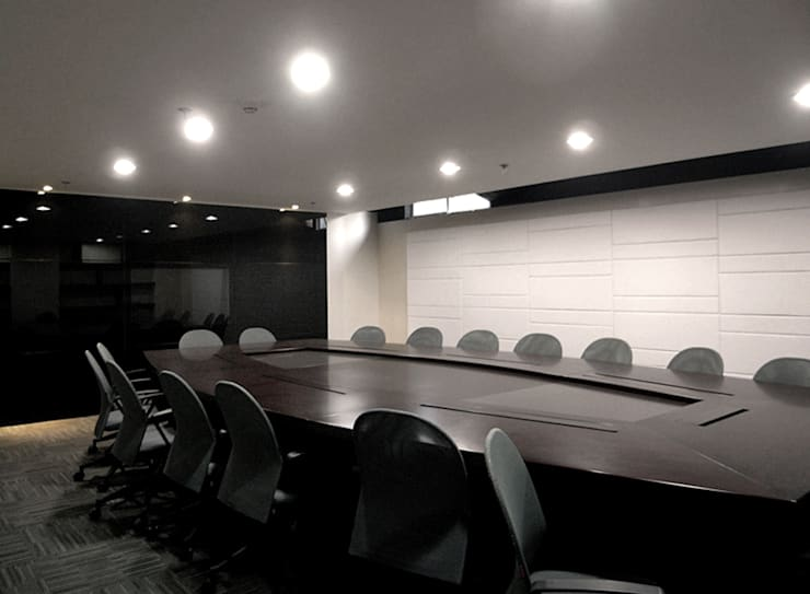 天津 頂雅開發辦公室:  辦公室&店面 by 直譯空間設計有限公司