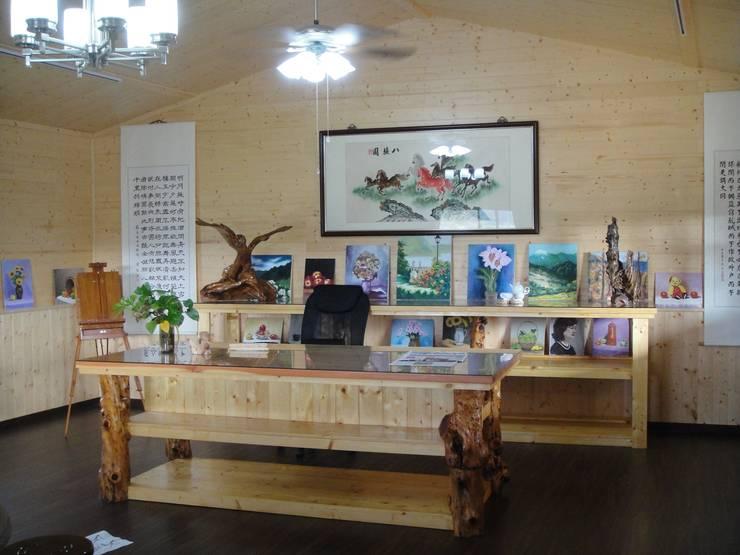 自地自建-鋼構木屋農舍:  客廳 by 鄉村東和鋼構木屋