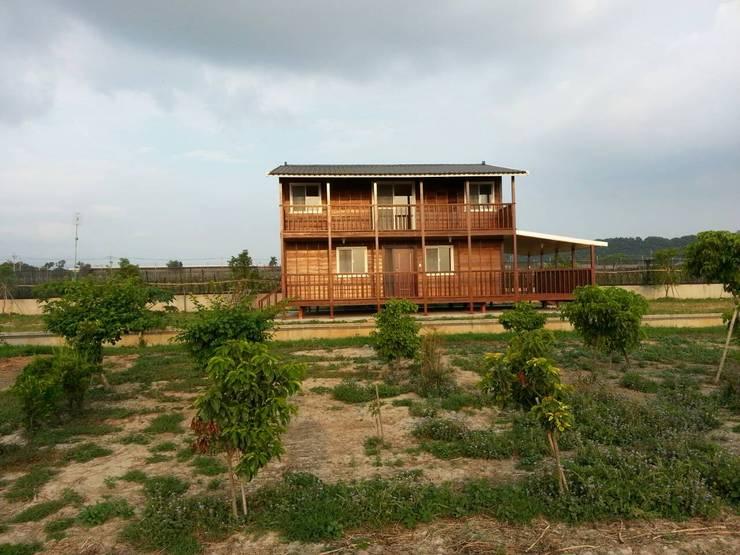 บ้านและที่อยู่อาศัย by 鄉村東和鋼構木屋