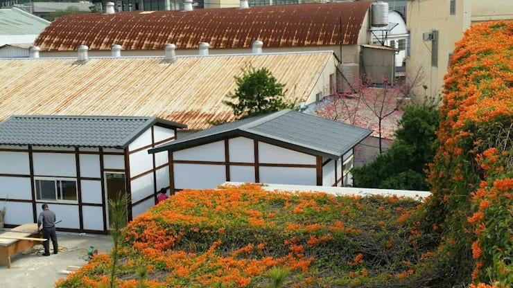 鋼構儲藏空間:  房子 by 鄉村東和鋼構木屋