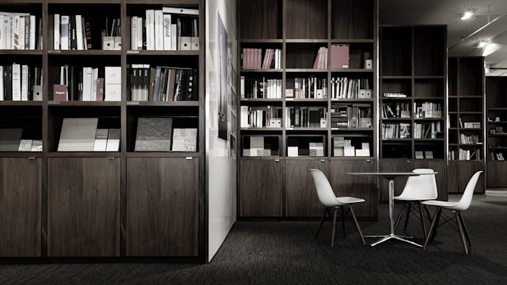Library: modern Study/office by HB Design Pte Ltd