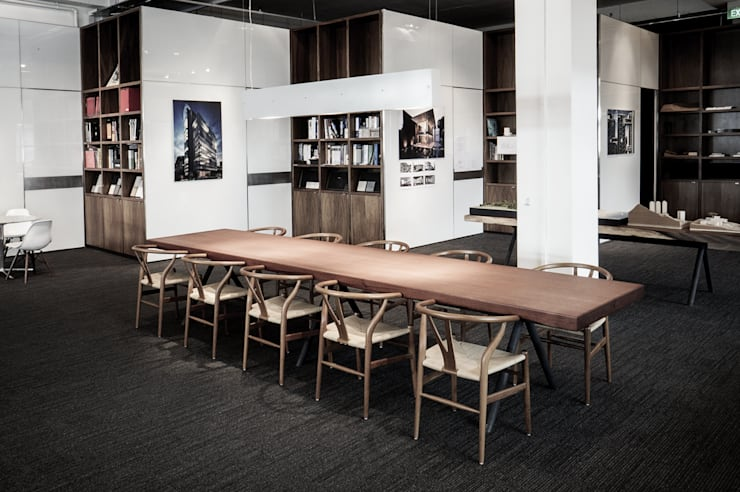 War Table:  Office spaces & stores  by HB Design Pte Ltd,