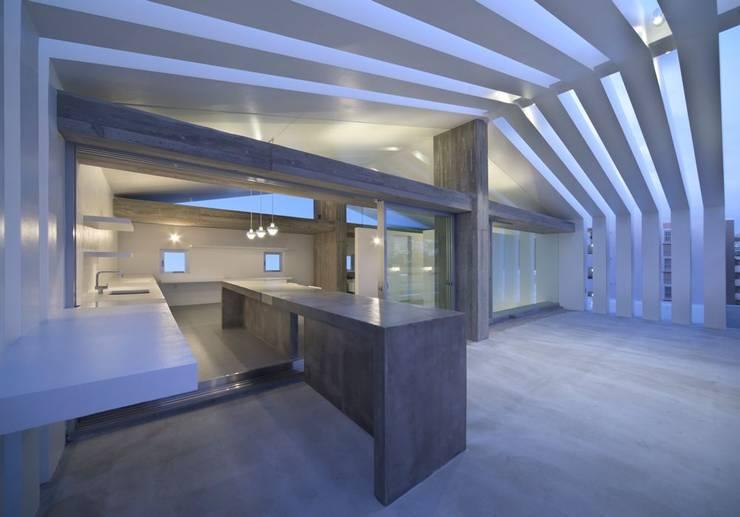 2階バルコニー: 森裕建築設計事務所 / Mori Architect Officeが手掛けたテラス・ベランダです。