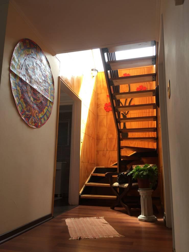 Casa H-N: Pasillos y hall de entrada de estilo  por Rodrigo Chávez Arquitecto