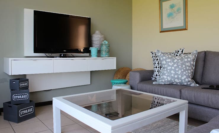 HOUSE WESTBROOK:  Living room by Covet Design
