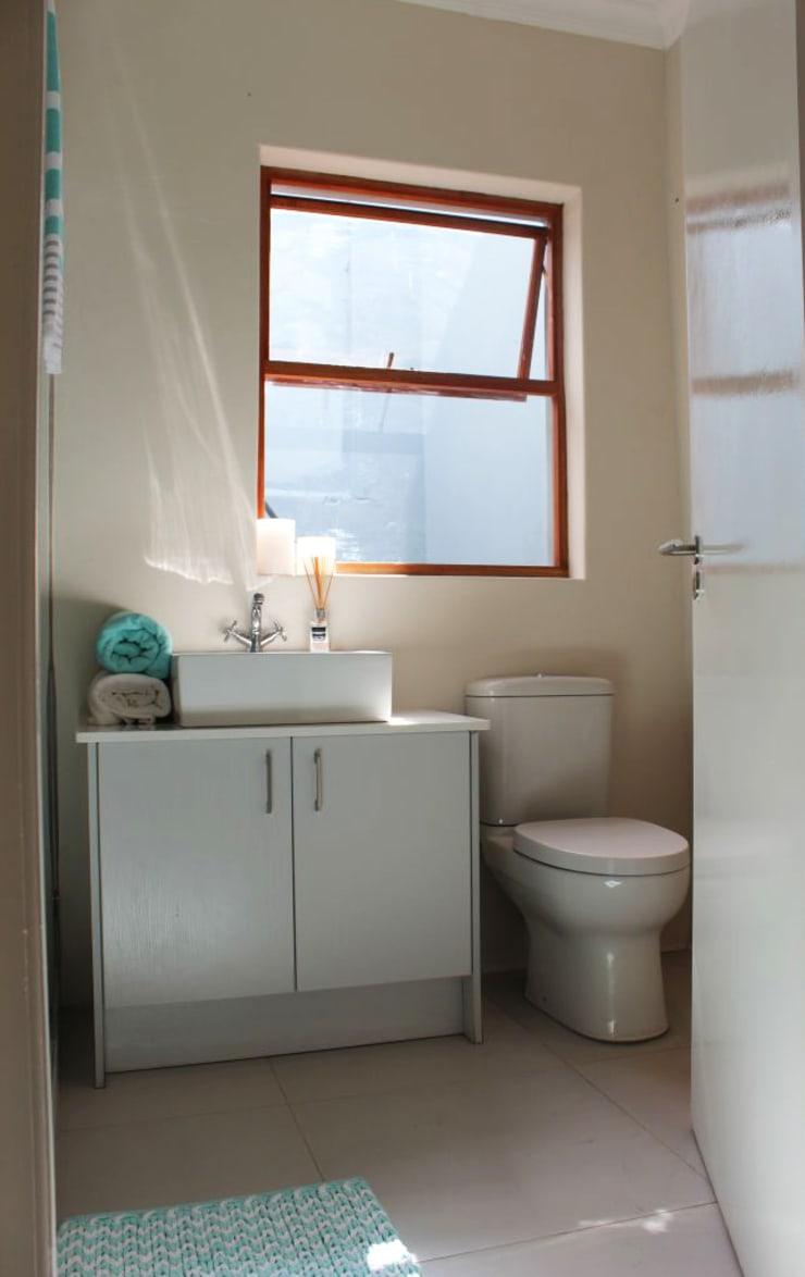 CLARENCE STREET:  Bathroom by Covet Design