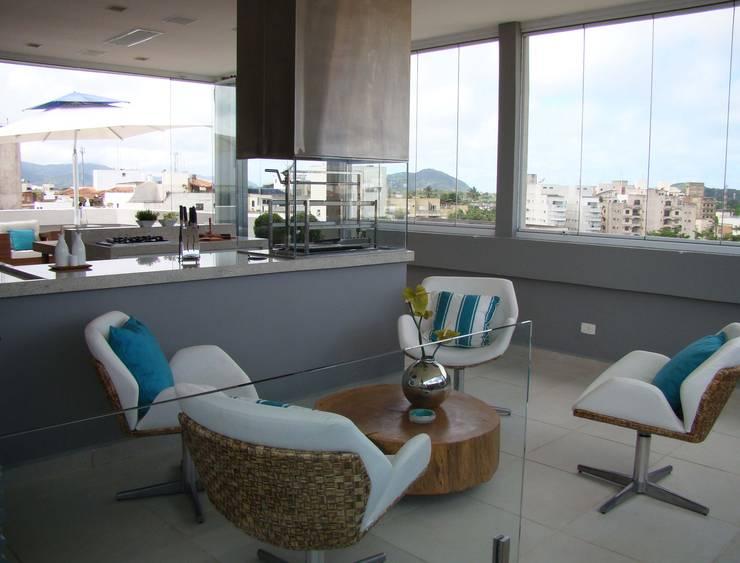 Hiên, sân thượng by Juliana Gatto Arquitetura