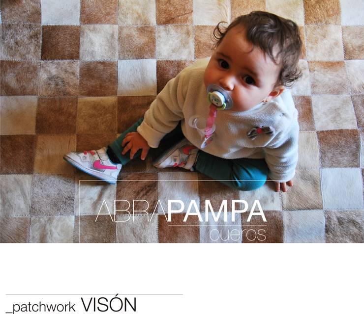 AbraPampa alfombras de Cuero de OFICINA arquitectura&diseño Moderno Cuero Gris