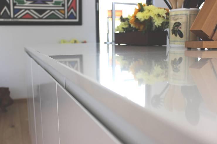 kitchen: modern  by Première Interior Designs, Modern