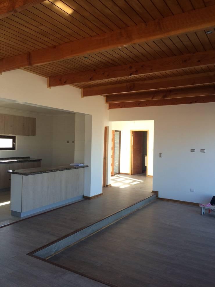 casa mery: Livings de estilo  por Vinci studio