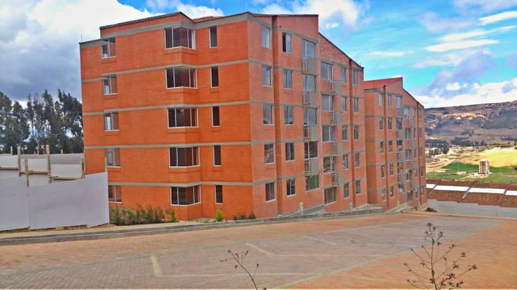 FACHADA EXTERIOR ETAPA 1: Casas de estilo  por FARIAS SAS ARQUITECTOS
