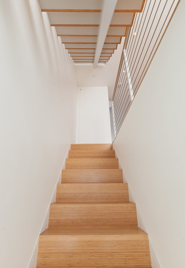 Carroll Gardens Duplex:  Corridor & hallway by Sarah Jefferys Design
