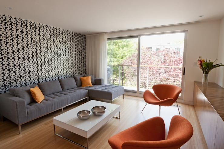 Carroll Gardens Duplex:  Living room by Sarah Jefferys Design