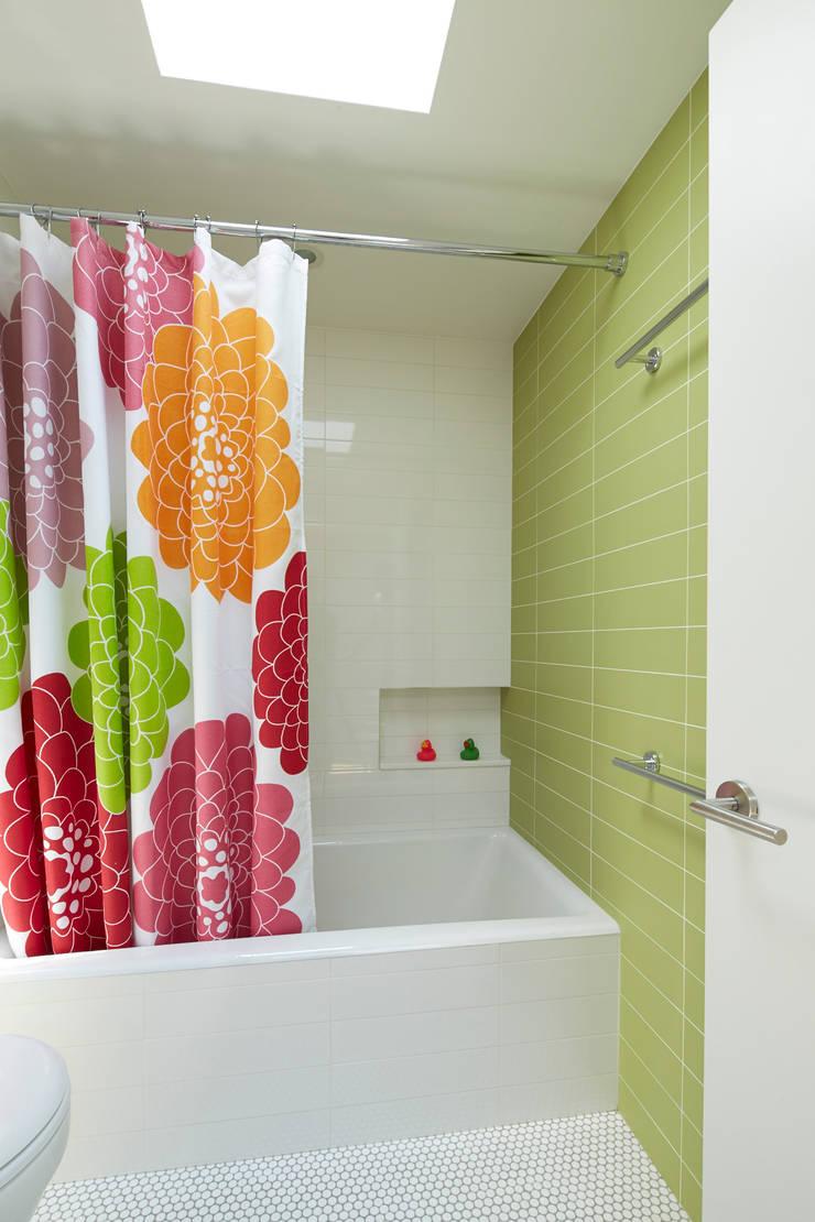 Cobble Hill Townhouse: modern Bathroom by Sarah Jefferys Design