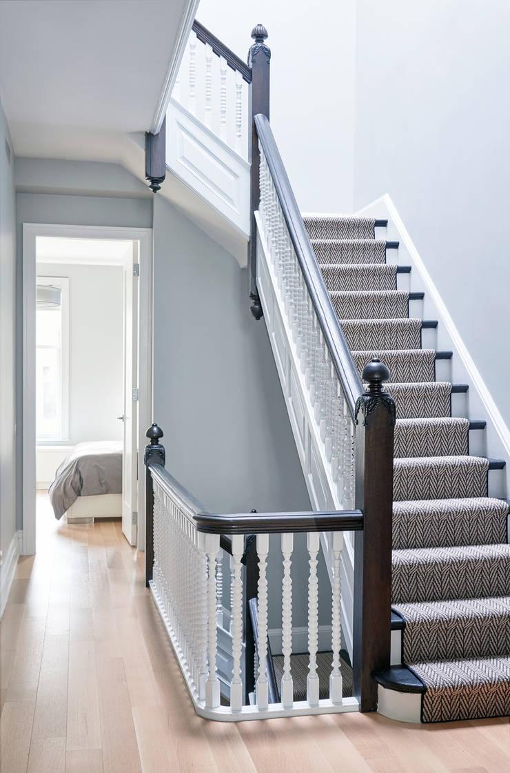 Park Slope Townhouse:  Corridor & hallway by Sarah Jefferys Design