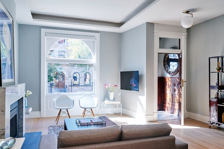 Park Slope Townhouse:  Living room by Sarah Jefferys Design