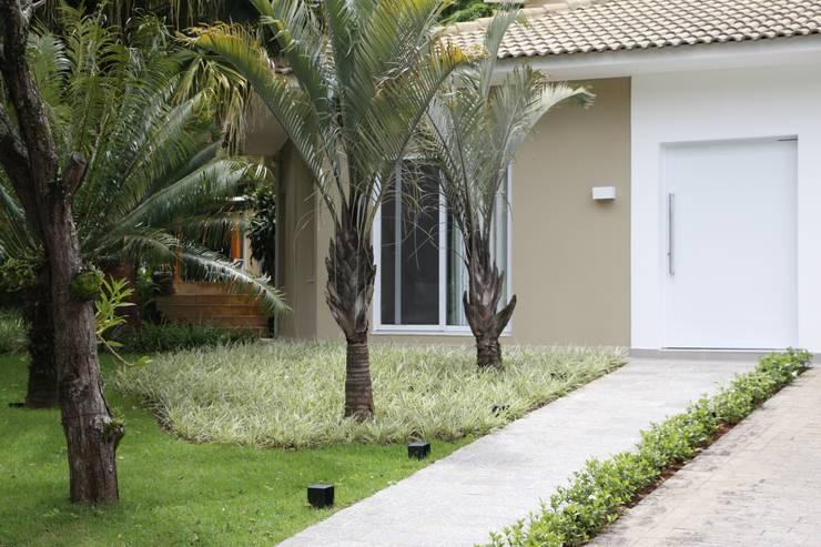 Entrada : Casas modernas por MONICA SPADA DURANTE ARQUITETURA