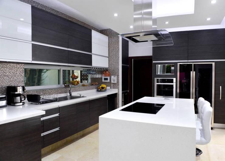 Remodelación Casa-Habitación 850m2: Cocinas de estilo  por GHT EcoArquitectos
