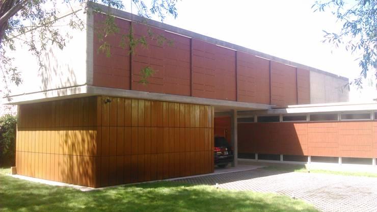STREMEL CONSTRUCCIONES SRL: Casas de estilo  por STREMEL CONSTRUCCIONES SRL