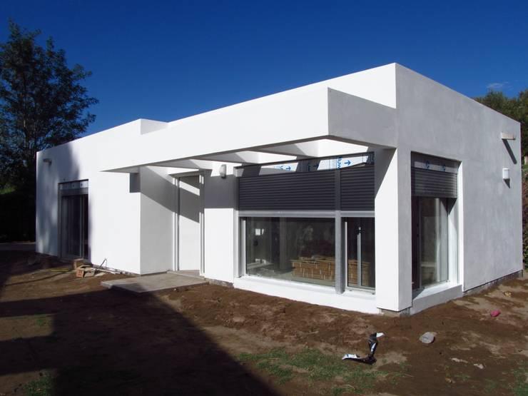 Casas de estilo  de STREMEL CONSTRUCCIONES SRL, Moderno Ladrillos