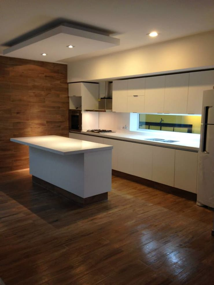 Kitchen by MOBILFE, Minimalist Wood Wood effect