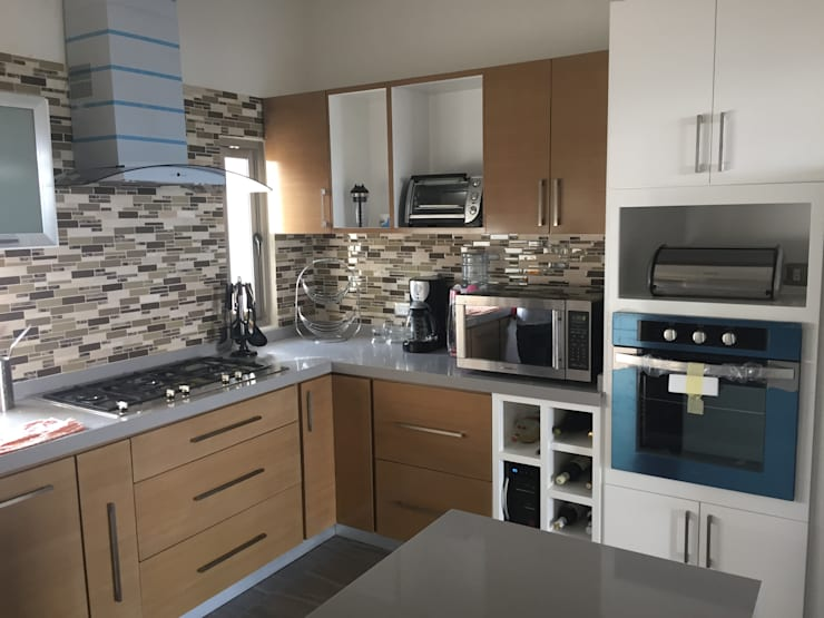 Interior: Cocinas de estilo moderno por Cahtal Arquitectos