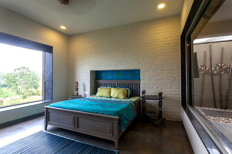 Kavardhara Villa :  Bedroom by Inscape Designers