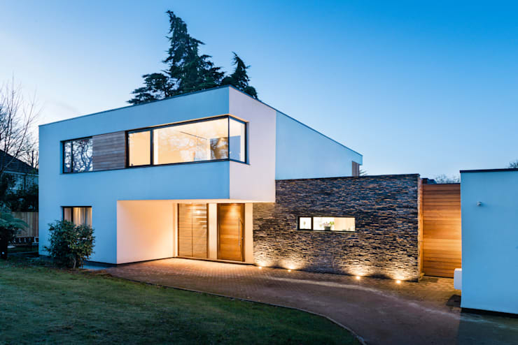 White Oaks Entrance:  Houses by Barc Architects