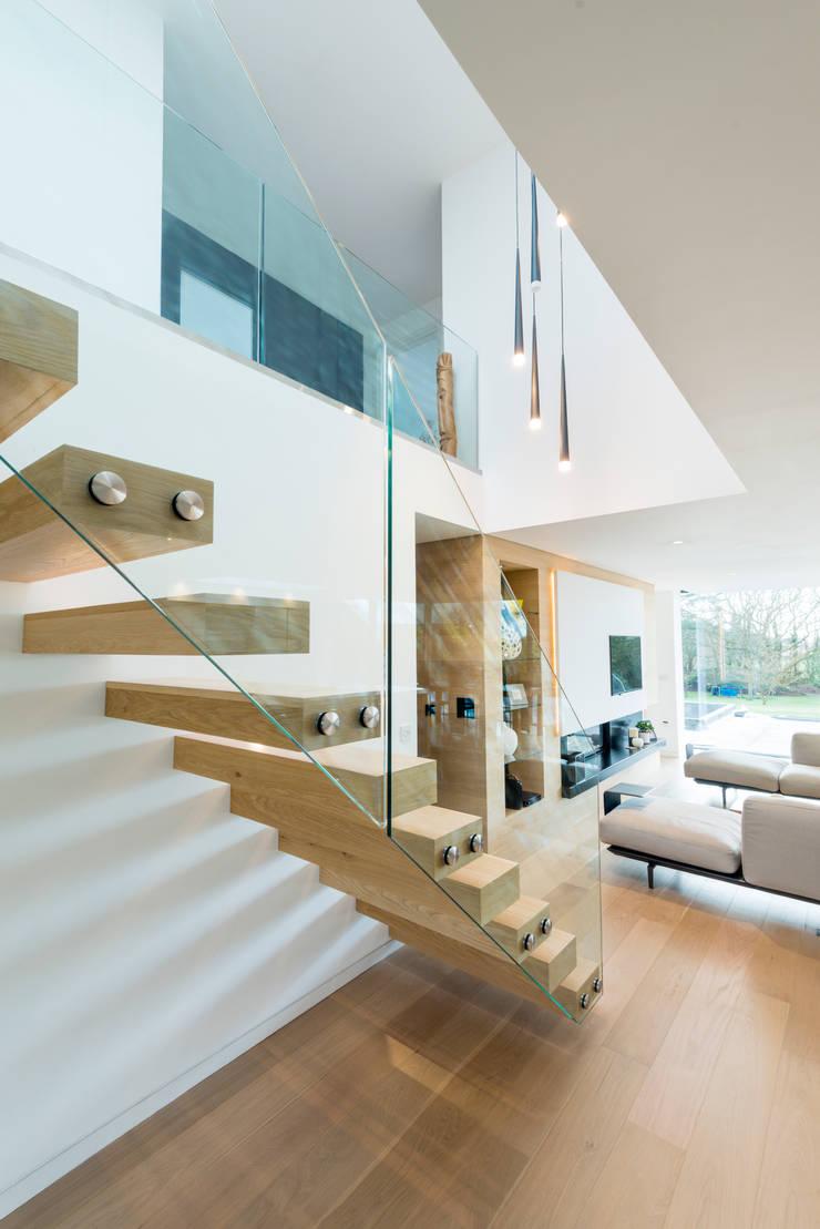 Pasillos y vestíbulos de estilo  por Barc Architects, Moderno Madera maciza Multicolor