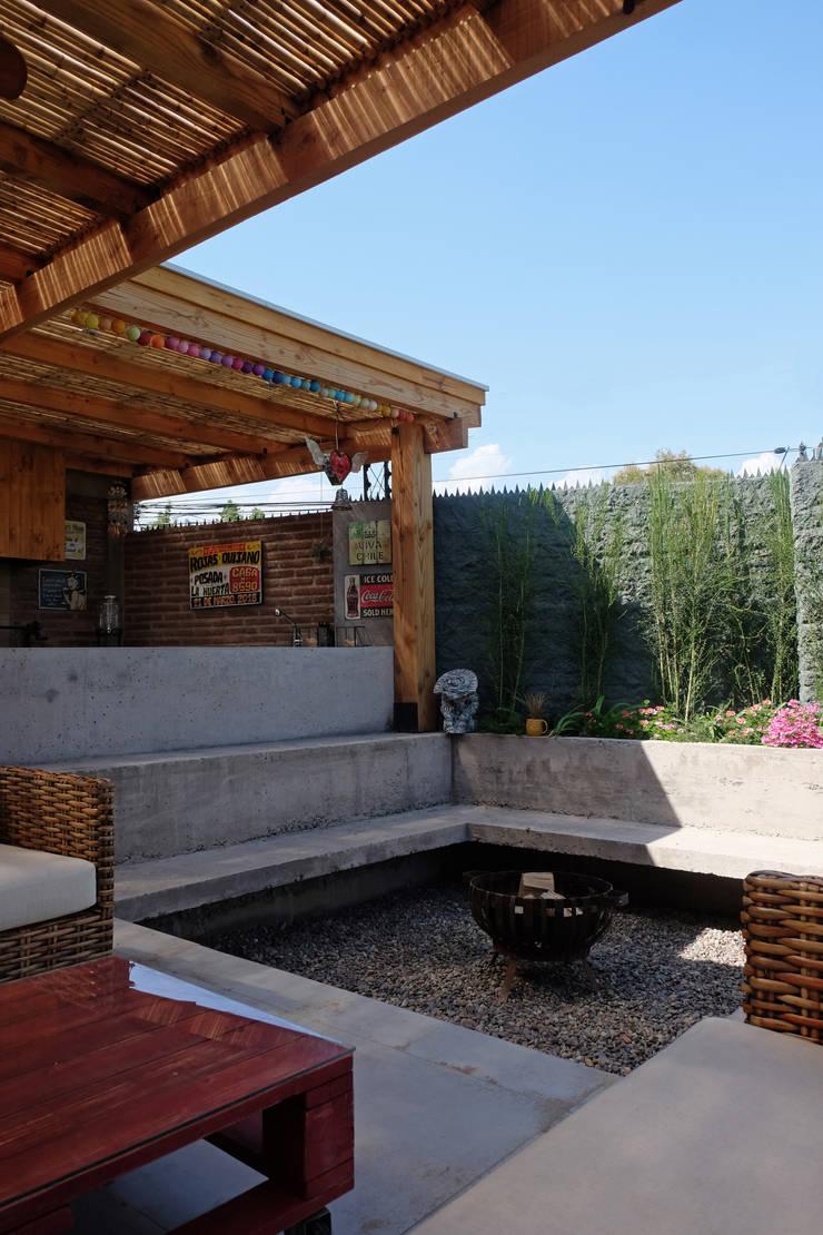Сады в . Автор – ESTUDIO BASE ARQUITECTOS, Рустикальный